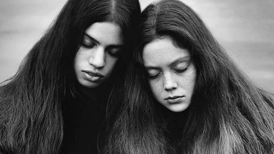 Alasdair McLellan - Lily and Natalie (detail), 2014, photo credits - artist