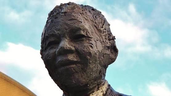 Arie Schippers - Nelson Mandela Monument (detail), image via panoramiocom