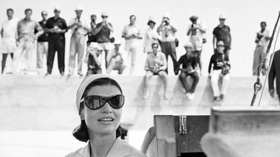 Benno Graziani - Jacky and Paparazzi, Amalfi, August 1962, 1962 (detail)