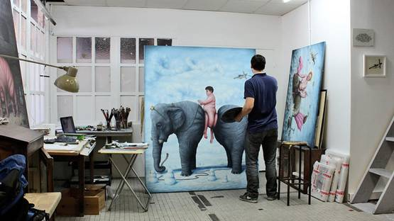 Bruno Pontiroli - artist in his studio