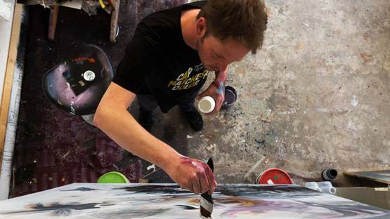 Collin van der Sluijs in the studio, 2016 -  Courtesy of Patrick Dreuning