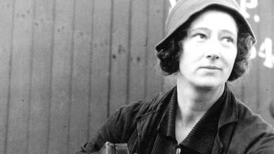 Consuelo Kanaga - portrait by Alma Lavenson - c. 1930 - photo credits - Wikimedia