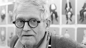 David Hockney - Picture of the artist - Image via netdna-cdncom