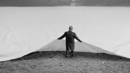 Gilbert Garcin - Le dessous des choses - The hidden side of things - 2001