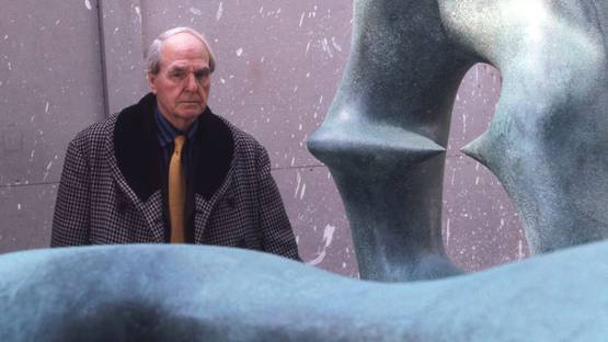 Henry_Moore_in_workshop, photo by _Allan_Warren