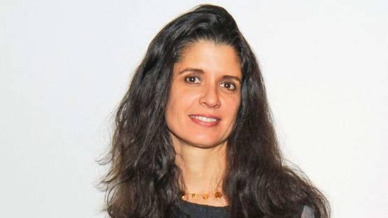 Janine Antoni - Portrait - Photo via alchetron