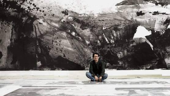 Lan Zhenghui - artist in front of his Ink Monument at Hong Kong Art Week, image via aapress
