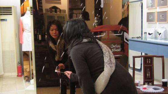 Lin Jing painting mirrors for Top Shop Pop-Up at Madame Mao's Dowry (detail) - image via madamemaosdowrycom