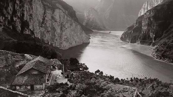 Linda Butler - Yangtze Overlook, Xiling Gorge (detail), 2000 - image via graysauctioneerscom