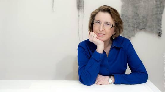Linda Ridgway, photo by Teresa Rafidi, photo credits - artist