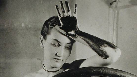 Meret Oppenheim - Erotique voilée (Veiled Erotic), 1933 - Photo Credits Man Ray
