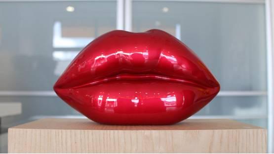 Niclas Castello - The Kiss, photo via laurentmarthaler com