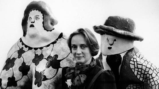 Niki de Saint Phalle with 2 sculptures