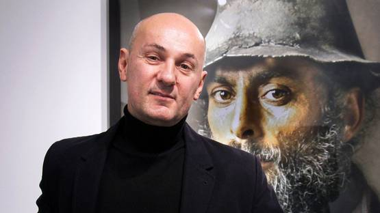 Pierre Gonnord - Photo of the artist in front of his work - Photo Credits Kamila Ortiz