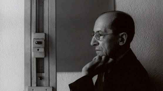 Piet-Mondrian-Photo-of-the-artist-in-his-New-York-studio-1942-Image-via-artblart1