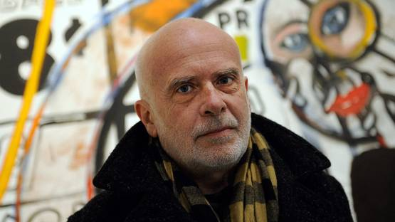 Portrait of Francesco Clemente in front of n front of the work Handball (1985) by Andy Warhol - image courtesy of Baltimore Sun's Darkroom