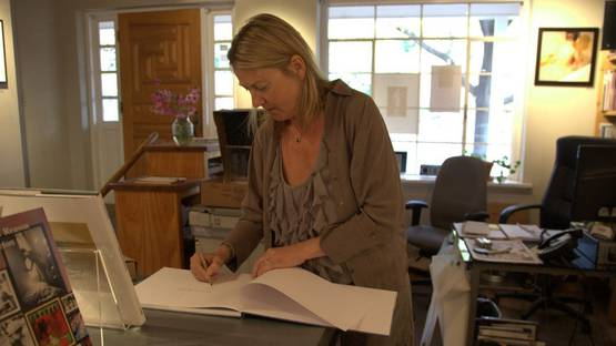 Renate Aller signing copies of Oceanscapes, photo credits of the artist