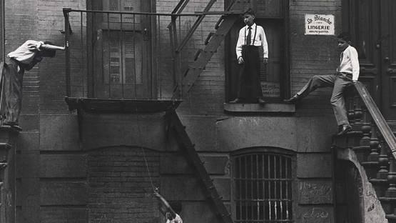 Roy DeCarava - Couples (detail), New York, 1960, photo via pinterest, credits of Roy DeCarava Estate