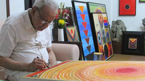 Sayed Haider Raza, painting in his studio, photo credits Raza Foundation Facebook