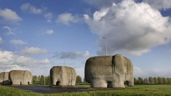 Tom Claasen - Elephant Sculptures - image via artystascom