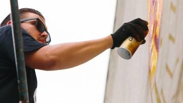 Tristan Eaton working on a mural - photo credits Jonas Maon, image copyright POW! WOW!