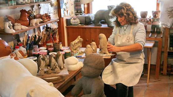 Veronique Olivier in her studio, photo credits of the artist