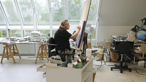Yrjo Edelmann - artist in his studio