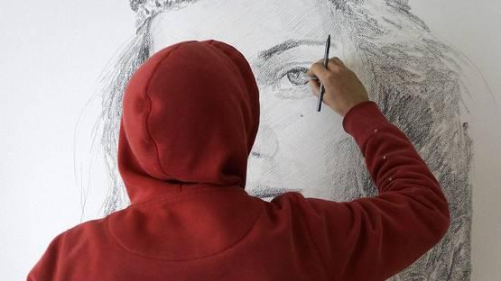 Zalez working in his studio