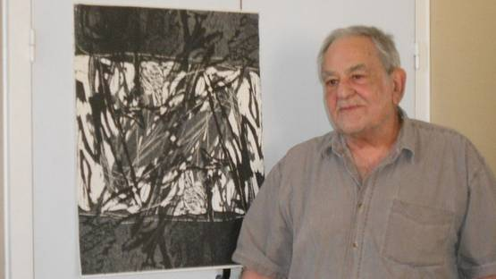 Elbio Mazet in front of his work - image courtesy of Trebes