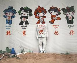 Liu Bolin - Beijing Welcomes You, 2007
