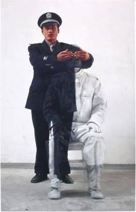 Liu Bolin - Camouflage 16 Policier 1, 2006