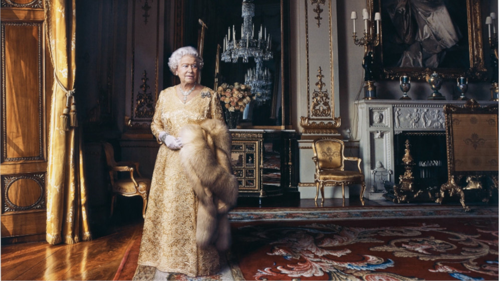 Annie Leibovitz - Queen Elizabeth II, The White Drawing Room, Buckingham Palace, London, 2007 (Detail)