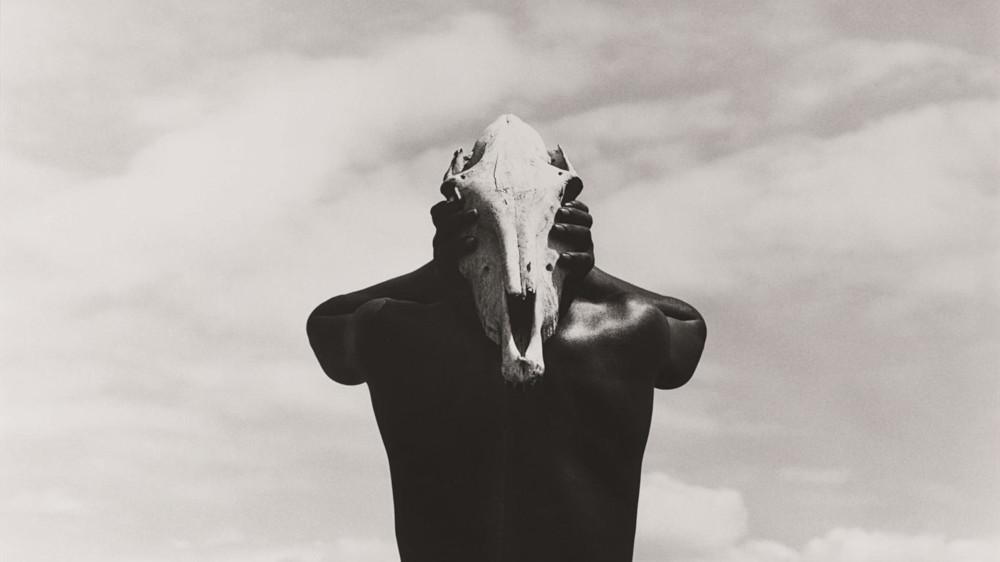 Herb Ritts - Eona, Holding Zebra Skull, Africa, 1993 (Detail)