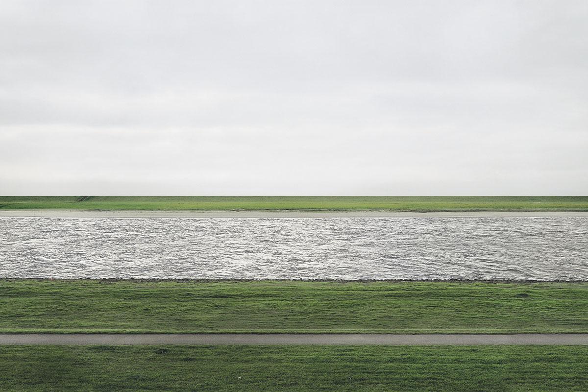 Andreas Gursky - Rhein II, 1999, detail