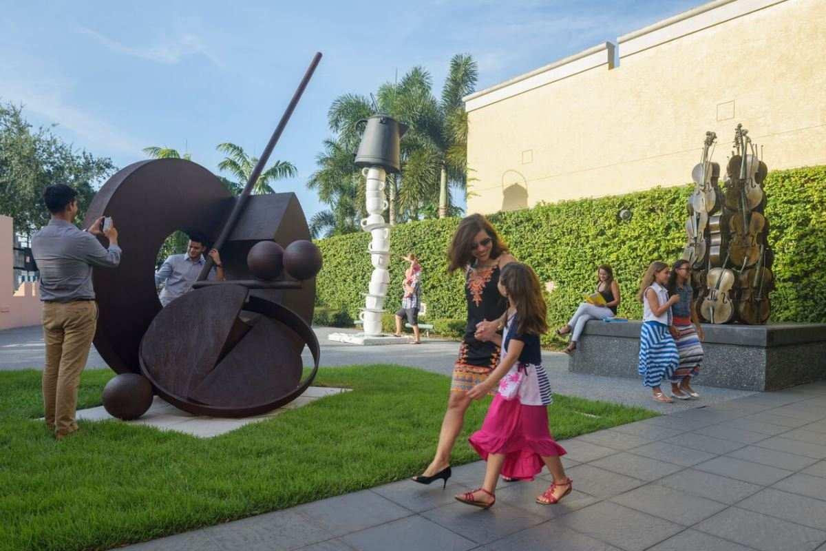 Boca Raton Museum – Exterior sculpture garden. Photographed by Eduardo Chacon