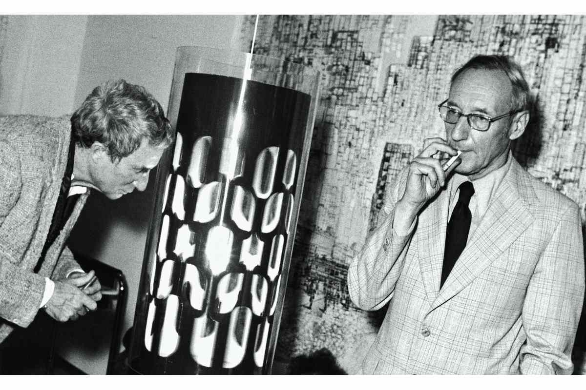 Brion Gysin and William S. Burroughs with the Dreamachine
