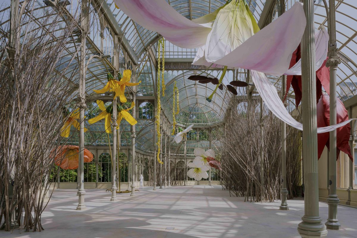 Detail of the exhibition Petrit Halilaj. To a raven and hurricanes that from unknown places bring back smells of humans in love. Palacio de Cristal, 2020