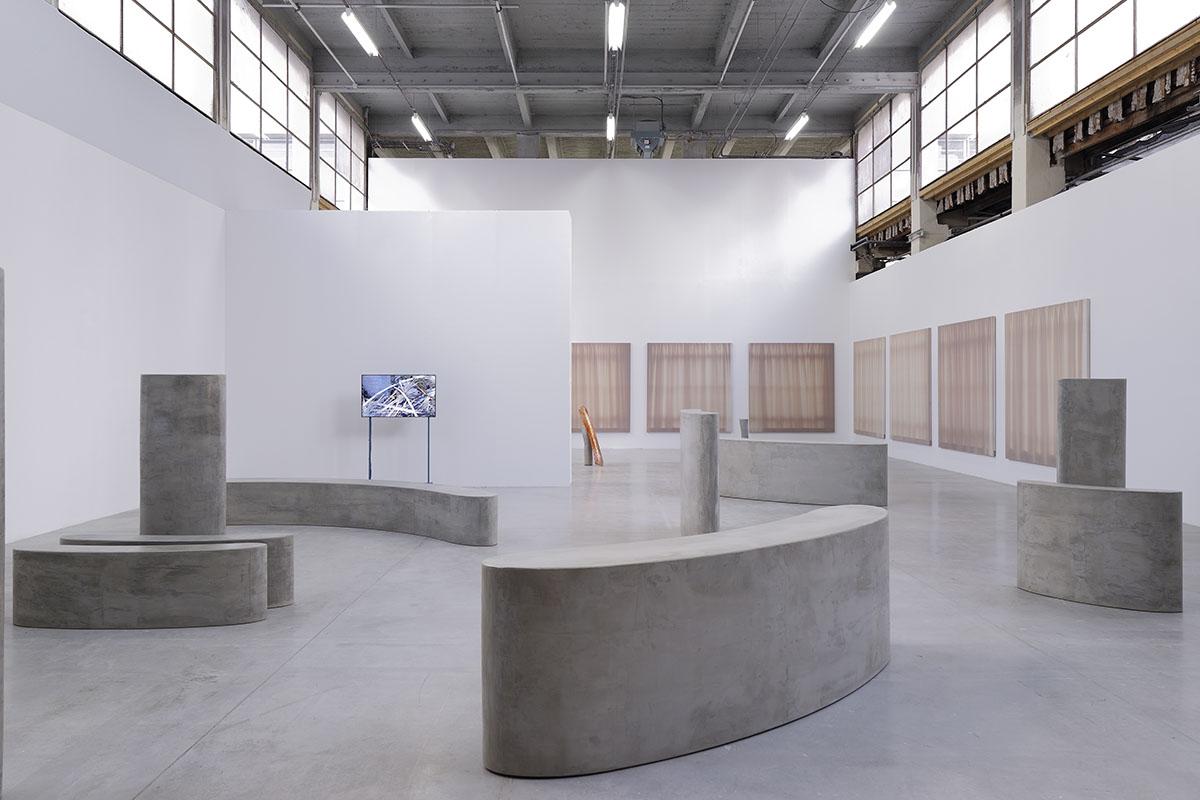 Exhibition view of Sous le regard de machines pleines d'amour et de grâce, Palais de Tokyo c