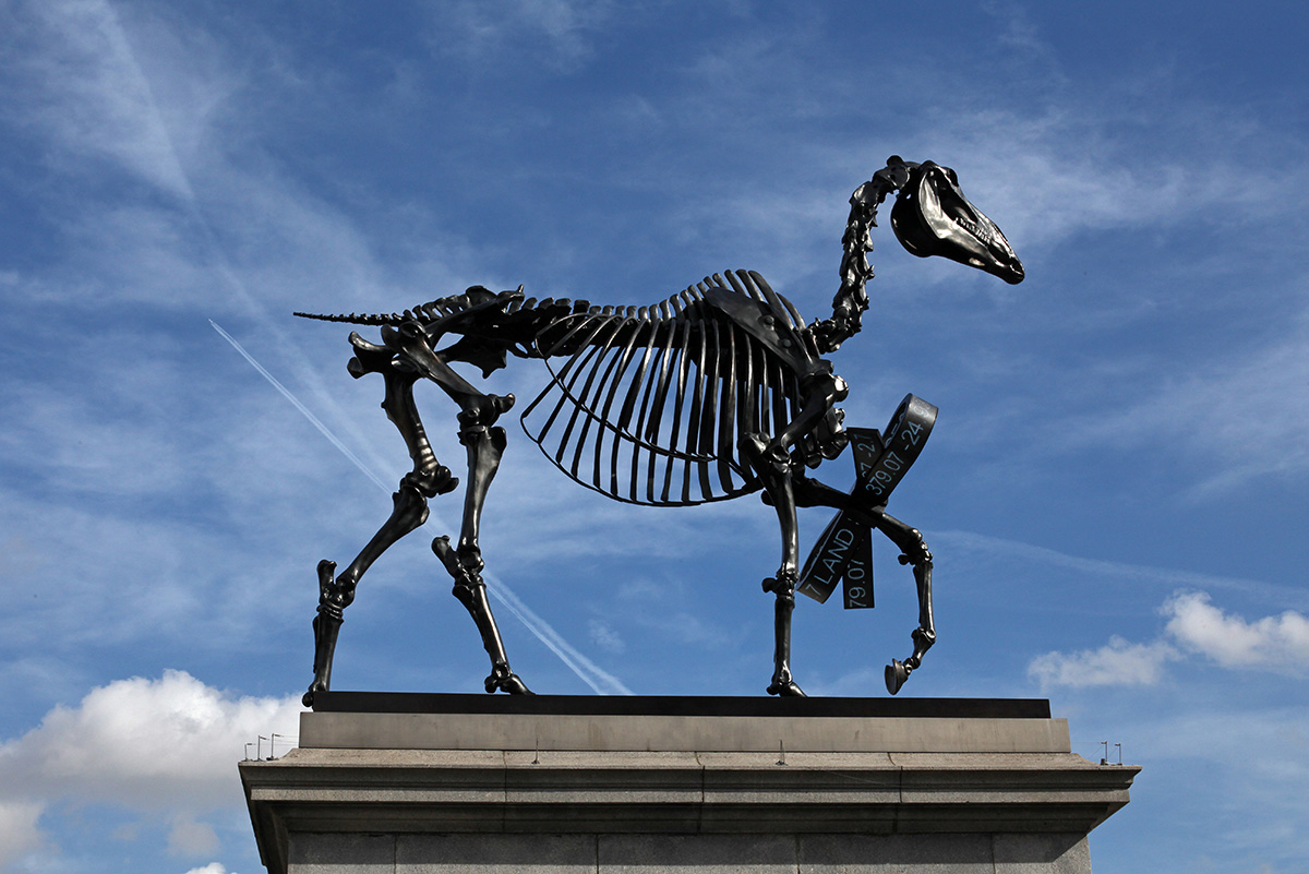 Hans Haacke - Gift Horse, 2014