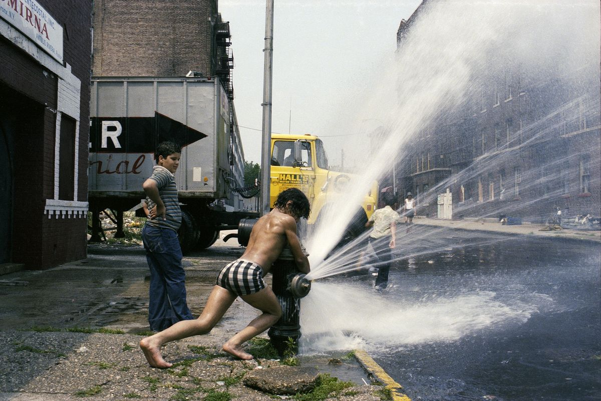 Henry Chalfant - Shoot the Pump, South Bronx, NY, 1985