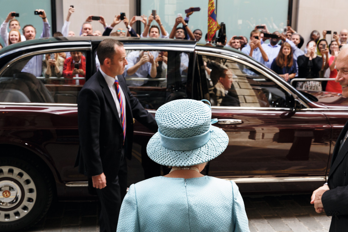 Martin-Parr-The-Queen-visiting-the-Livery-Hall-of-the-Drapers'-Livery-Company-for-their-650th-Anniversary-the-City-of-London-London-England-20141