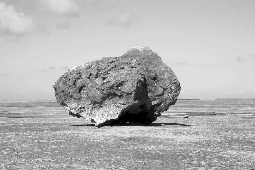 Motoyuki Shitamichi - Tsunami Stone