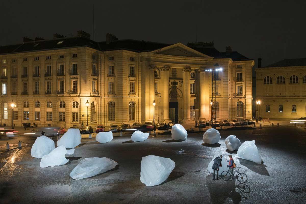 Olafur-Eliasson---Ice-Watch,-installation-in-front-of-the-Panthéon,-Paris.-Image-via-qz.com