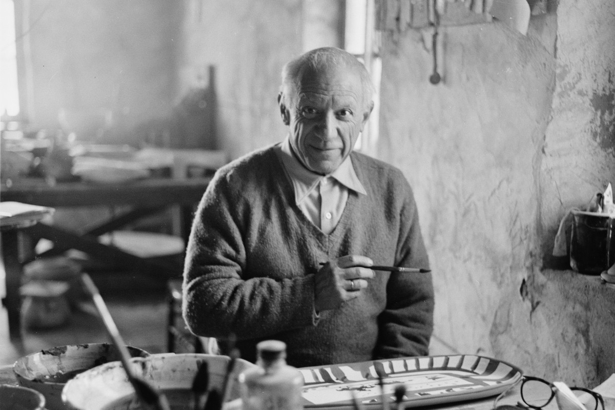 """Pablo Picasso works on the plate """"Picador et torrero"""" at the Madoura pottery in Vallauris, Photo by Edward Quinn"""