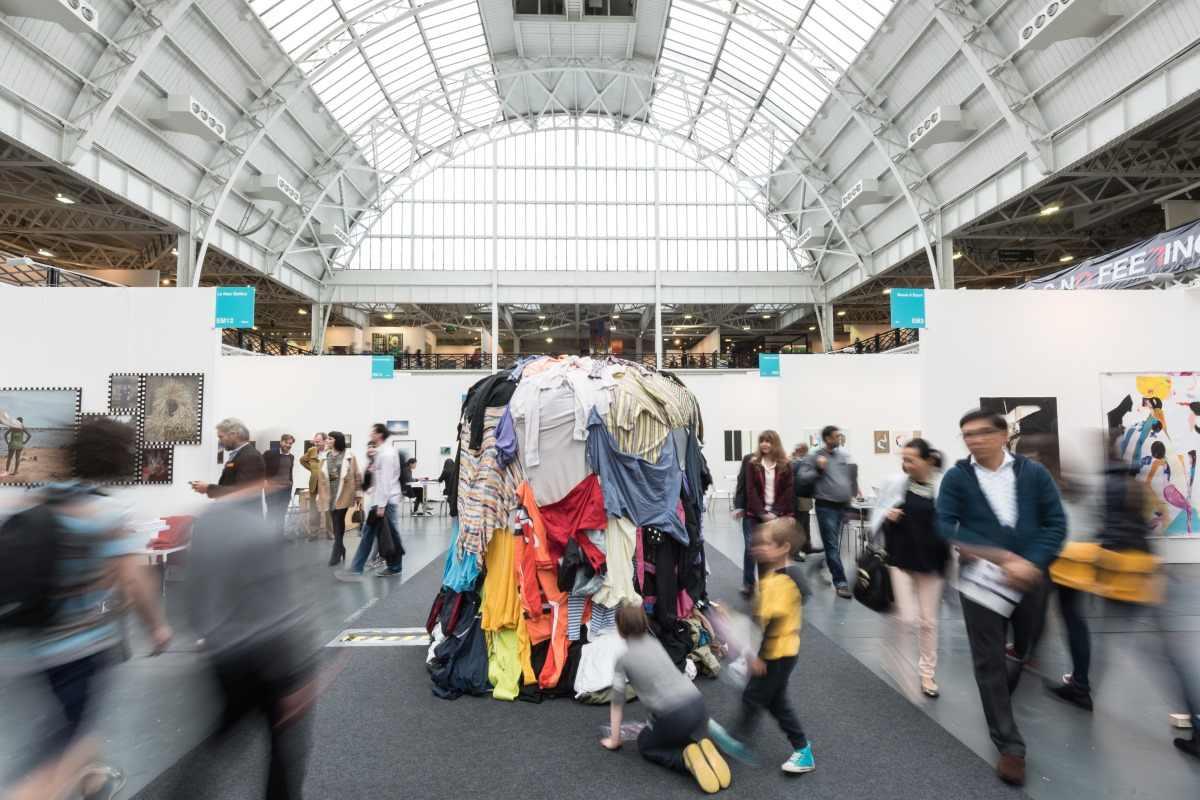 Photograph of the fair. Courtesy of ART 16