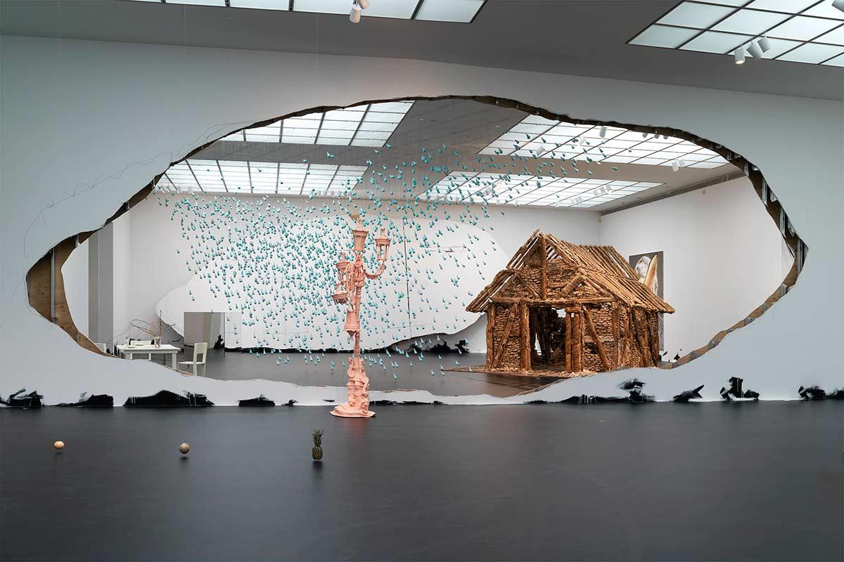 Urs-Fischer---Installation-art-artwork.-Image-via-publicinstallationart.altrevista.com