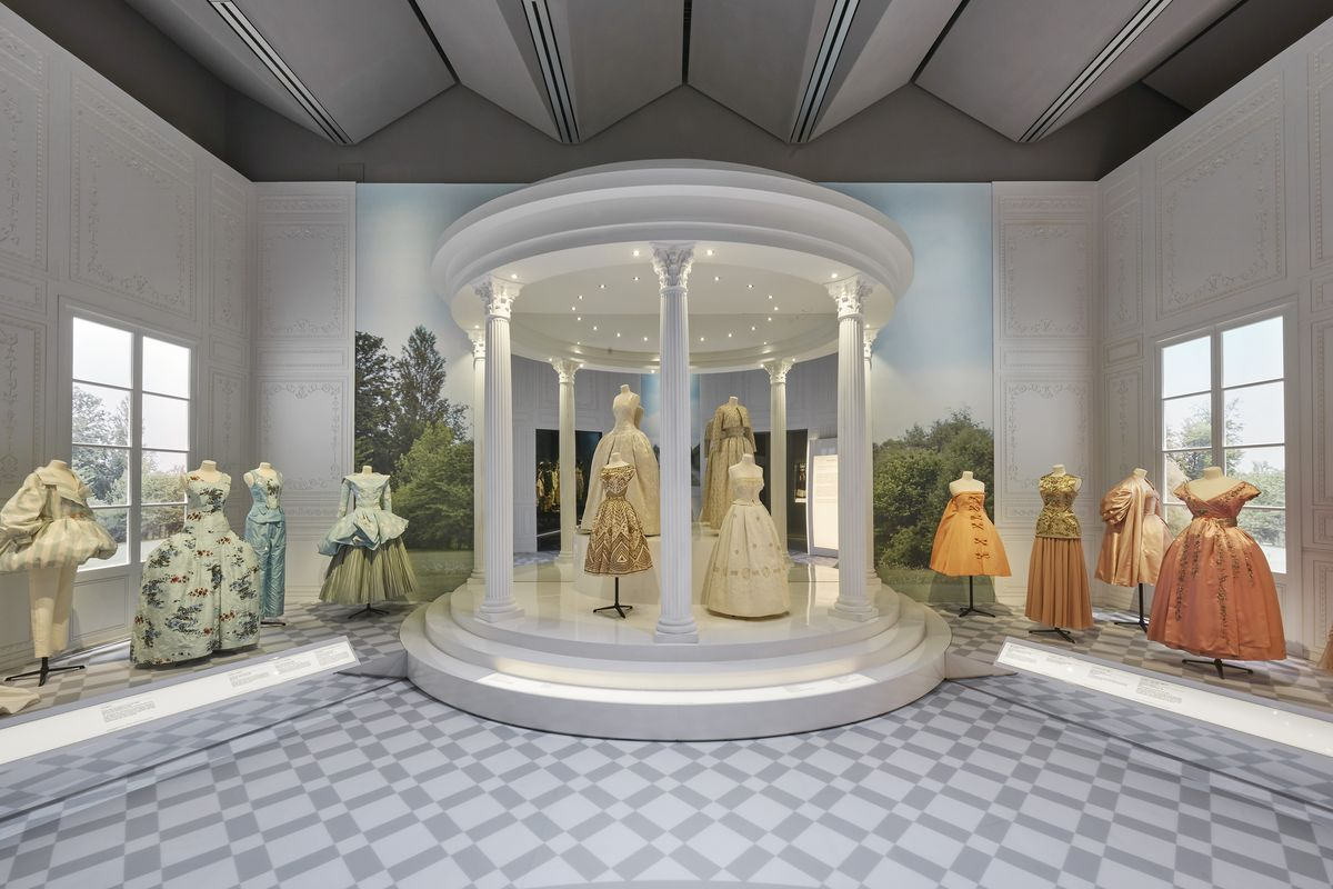 V_A_Christian Dior Designer of Dreams exhibition_Historicism section (c) ADRIEN DIRAND (5)