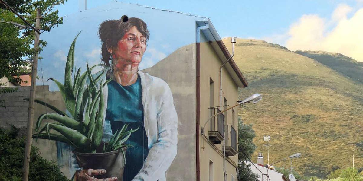 Fintan Magee - Woman with aloe Vera plant (detail), Sapri, Italy, 2016