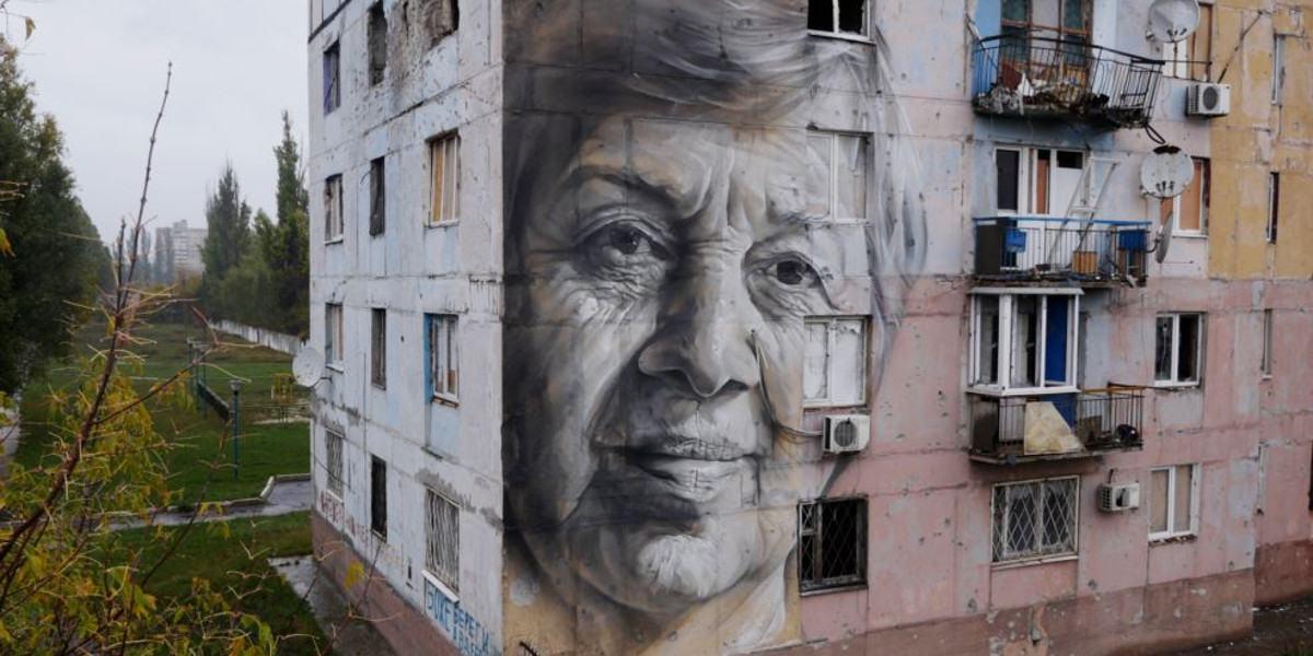 Guido van Helten - Mural in Avdiivka, 2016 - Image courtesy of Amos